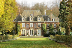 Manoir normand en automne (Catherine Reznitchenko) Tags: france normandie normandy extérieur outdoors saison season autumn automne architecture beautiful building bâtiment maison manoir manor light lumière landscape paysage europe europa sunlight trees green grass garden jardin vert leaves feuillage vegetation arbre plante seinemaritime mood atmosphere window lierre ivy nature sun soleil house old ombres shadows travel country countryside campagne couleur colors patrimoine castlespalacesmanorhousesstatelyhomescottages flickrelite wow shadesofautumn greatphotographers