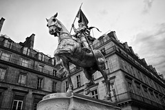 Joan of Arc, Paris (elreiny) Tags: noir bw sculpture statue warrior monument cityscape equestre equestrian paris wideangle uwa sigma1020 sigma d3100 nikon architecture