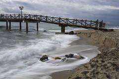 Rastro bajo el puente_R (jamp_foto) Tags: roja mar puerte nubes bravo roca seda tormenta azul gris sea bridge clouds brave rock silk storm blue gray jampfoto marbella andalusia spain