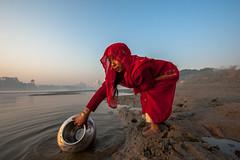 MYI_6204 (yaman ibrahim) Tags: india agra nikon d3 tajmahal yamuna morning water saree mis misty
