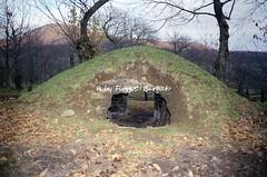 Roccamonfina (CE), 1999, Le neviere. (Fiore S. Barbato) Tags: italy campania neve monte fosse vulcano monti caserta aurunci fossa iraly neviera roccamonfina neviere frascara