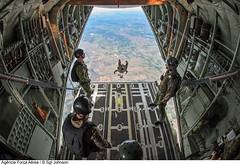 Forças Especiais (Força Aérea Brasileira - Página Oficial) Tags: usa canada brasil jump drop parachute specialforces paraquedas forcaaereabrasileira canadaairforce forcasespeciais cc130jsuperhercules