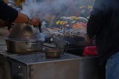 A bela castanha assada / Selling roasted chestnuts (El1saB) Tags: portugal lisboa lisbon streetphotography ruaaugusta outono castanhas baixadelisboa castanhasassadas meljb