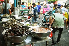 Live and let die (Nuuttipukki) Tags: life street food thailand death asia chinatown market bangkok seafood crabs