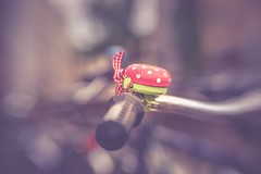 Red Mushroom (Stadt_Kind) Tags: depthoffield bokehaddicts bokehlicious bokeh mostinteresting popular flickr new europe germany bavaria munich stadtkind sonyilce7 lensbabysweet50 dof  klingel klingeln fahrradklingel glocke ringring outdoor schrfentiefe outside