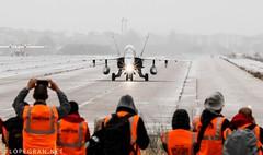 foto-jlopegran-9687 (portalaire) Tags: asociaciónaire aireorg ejércitodelaire fiestanacional 12o 12octfiestanacional baseaéreadetorrejón spotting spotters leto f18 hornet ala12 eurofighter