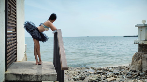 Putahracsa Balcony beach ballerina