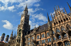 Marienplatz (DILLEmma Photography) Tags: central square hall city munich sky clouds marienplatz rathaus council gothic ballroom tower construction architecture sightseeing landmark germany tourism building