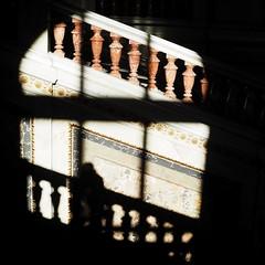 KHM_07 (Kurrat) Tags: licht schatten wien vienna khm kunsthistorischesmuseum treppenhaus scherenschnitt schwarzerhintergrund