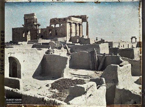 Syrie, Palmyre, Temple du Soleil, ensemble du Temple et terrasses des maisons du village