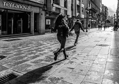Running (Walimai.photo) Tags: street black white blanco negro byn bw branco preto blanc noir salamanca lx5 lumix panasonic spain espaa calle