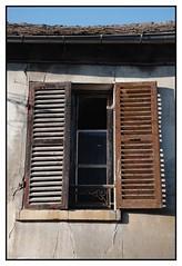 Ouvert et ferm... (DavidB1977) Tags: france iledefrance valdoise goussainville nikon d610 nikkor volet fentre 2885mm
