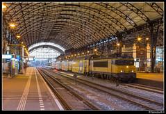 NSR 1760 + 7204 - 5450 (Spoorpunt.nl) Tags: 3 december 2016 1760 ddm1 station haarlem sprinter 5450 nacht avond 7204