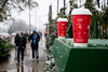 Coffee Cup Christmas (Andy Marfia) Tags: chicago andersonville clarkst snow winter coffee cups christmas holidays d7100 1685mm 1125sec f45 iso100