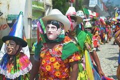 DSC_0691 (xavo_rob) Tags: ballet colors de mexico dance nikon couleurs danza danse mexique tufts veracruz colori mexiko farben danzas messico procesin  sanmiguelarcangel   balletti zozocolco  xavorob tejoneros nikond5100 danzadelostejoneros trapuntare