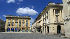 Reims, place Royale, ensemble architectural (Ytierny) Tags: france horizontal architecture pierre reims btiment faade immeuble edifice marne classique placeroyale champagneardenne legendre reimois ensemblearchitectural ytierny