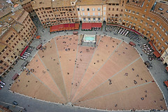 Piazza del Campo in Siena (Renate Dodell) Tags: italien red people italy brown house building rot architecture square town view place terracotta platz nine perspective haus menschen stadt architektur siena piazza braun unten blick perspektive toskana piazzadelcampo häuser torredelmangia tuscay neun 2013 dorenawm nex7 renatedodell