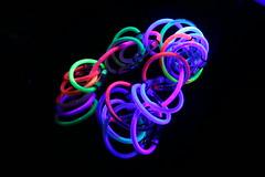 bracciali colori vari a luce ultravioletta
