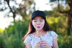 Make wish (ojang jerry) Tags: summer portrait flower beauty smile hat happy blossom chinese young sunny dandelion attractive intriguing wish youngadult fascinating vow makeawish niceday gettychina13q3