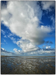 In the cloud (Meneer Zjeroen) Tags: clouds wolken samsung zeeland zee renesse meneer ex1 zjeroen seriouscompacts