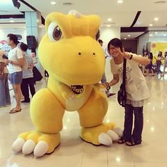 ถ่ายรูปกับก๊อง~ อยากลักกลับบ้าน :3 #gon #ゴン #mascot