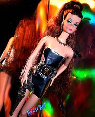 Perigosa (FranBoy Monteiro) Tags: barbie doll dolls glow collector collection toy toys model fashion top diva fun diverso pretty