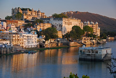 Udaipur Lake in the 'Golden Hour' (India) (Al Varty) Tags: shine udaipur lake goldenhour india