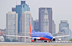 LUV Boston ! (jp.marottta) Tags: n774sw swa luv southwestairlines nikond90 boston bos kbos skyline boeing b737700 customhouse customhouseclock loganairport travel tourism