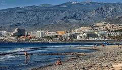 Playa de las Amricas... (Leo ) Tags: mar orilla gente surf verano piedras rocas montaas teide olas playadelasamricas tenerife islascanarias