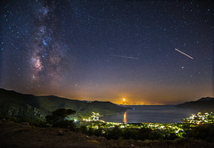 The Milky Way,the moonset and what else is moving on the night sky. (Vagelis Pikoulas) Tags: night nightscape moon moonlight moonset set canon view space milky milkyway longexposure 6d tokina landscape galaxy stars star porto germeno greece europe