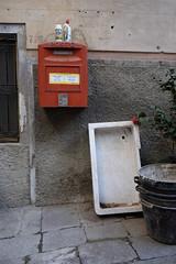 Ensemble ... (MoJo_3016) Tags: corniglia polvere abrasiva cassetta delle lettere lavandino vaschette calcina cinque terre italy italien italia ligurien liguria