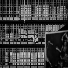 la galera - luarca con otros ojos (mariano snchez g. del moral) Tags: asturias espaa luarca casa cristal cuadricula desenfocado galerias muelle profundidaddecampo sol sombras transparencia ventana vidrio