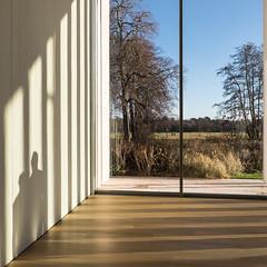 Schaduw (Bram Meijer) Tags: museum voorlinden wassenaar ramen windows vierkant square room kamer uitzicht view schaduw shadow