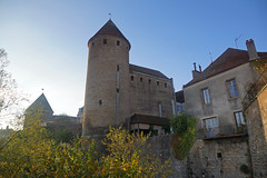 2016-10-24 10-30 Burgund 557 Semur-en-Auxois, Tour de la Prison (Allie_Caulfield) Tags: foto photo image picture bild flickr high resolution hires jpg jpeg geotagged geo stockphoto cc sony alpha 77 france frankreich burgund bourgogne ctedor historic city altstadt semur en auxois semour stiftskirche notredame
