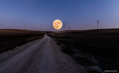 Camino a la Luna. (jangel125) Tags: superluna luna cielo naturaleza nature nikond750 tamron150600mm tamron1530mm dobleexposición molinos sanlucardebarrameda cadiz andalucía españa naranja moon fullmoon mills sunset ocaso path hiperfocal hyperfocal landscape
