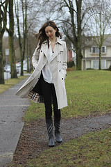 Windy Burberry Trench (betrenchcoated) Tags: trenchcoat raincoat regenmantel trench beautifulgirl doublebreasted buttons liner windy