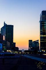 La lumière vient de Paris (Thierry Poupon) Tags: arcdetriomphe ladã©fense orange soleil tours ciel contrejour sunrise ladéfense puteaux iledefrance france fr tower sky blue backlight