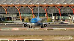 Boeing 737-8K2-WL PH-BXB KLM | Madrid Barajas Adolfo Suárez MAD/LEMD (Explored 6th December 2016) (Horatiu Goanta Aviation Photography) Tags: boeing 737 boeing737 737700 b737700 b737 737ng 737nextgeneration winglet winglets blendedwinglet blendedwinglets airliner narrowbody singleaisle cfm56 b7377k2 7377k2 klm kl klmroyaldutchairlines turbofan civilaviation commercialaviation aerospace airplane plane aviation aircraft flight wings jet passenger passengeraircraft passengerjet jetairliner jetliner jetengine turbine turbojet highbypassturbofan bypassturbojet madrid barajas madridbarajas madridbarajasairport madridbarajasinternationalairport adolfosuárez madridbarajasadolfosuárezinternationalairport mad lemd madridairport aeropuerto airport flughafen spain espana transport horatiu goanta horatiugoanta explore explored inexplore planespotting planespotter