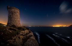 Dos continentes (kisko-Sonia) Tags: torre guadalmesi tarifa nocturna estrellas nikon d750 estrecho mar night tower cadiz stars sea cliffs acantilado marruecos europa