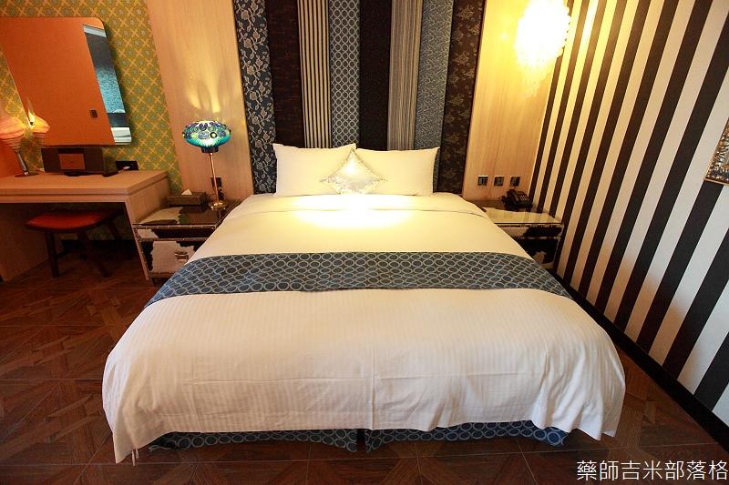 smokeyjoes_hotel_room_302_023
