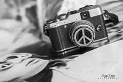 "La PAZ, ese gran objetivo - Exposicin ""I Encuentro fotogrfico de Aragn"" (alopezca37) Tags: peace paz encuentro diainternacional mygearandme"