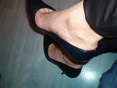 IM006366 (grandmacaon) Tags: highheels classicpumps hautstalons lowcutshoes toescleavage pepejimenez
