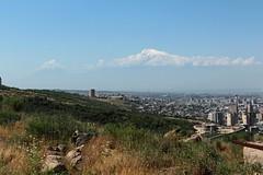 Yerevan and Ararat (10b travelling / Carsten ten Brink) Tags: asia asien europa europe caucasus armenia yerevan sovietunion ussr eurasia ararat erewan kaukasus armenien armenie mountararat 2013 hayastan southcaucasus carstentenbrink hayastanihanrapetut'yun