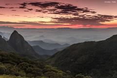 Amanhecer no Alto da Ventania (Waldyr Neto) Tags: sunset mountains amanhecer serradaestrela montanhas petrópolis parnaso waldyrneto altodaventania caminhosdaserradomar