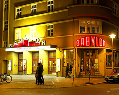Kultkino Babylon (floressas.desesseintes) Tags: berlin kino kultur babylon nachtaufnahme berlinmitte kultkino