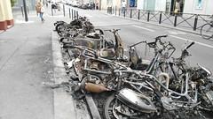 2015-06-15 Paris - Motos incendiées - 66 rue de l'aqueduc (P.K. - Paris) Tags: paris france june fire juin voiture moto violence incendie 2015 insécurité criminel