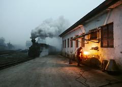 The Welder (Kingmoor Klickr) Tags: welder welding cff viseudesus carpathianmountains romania transylvania resita 764469 industrial narrowgauge railway vișeu wassertalbahn mocănița