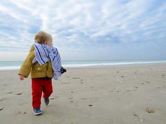 Plage Ile de R (brianfontana) Tags: plage marin enfant ile de r mer soleil ciel sable courir jouer manteau nuages