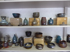 Tea bowls and more (seikinsou) Tags: japan nikko august yaki potter pottery vessel shop  tea bowl box display