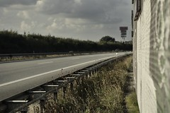 Streetview (liebeslakritze) Tags: strase mauer kurve sptsommer street wall